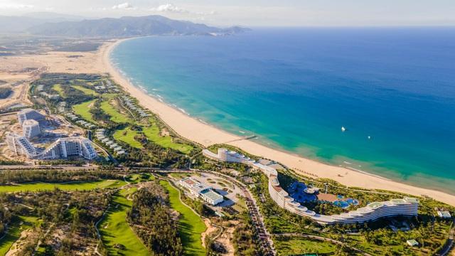 Chính thức khai trương khách sạn dài gần 1 km, 1.500 phòng tại Quy Nhơn - Ảnh 2.