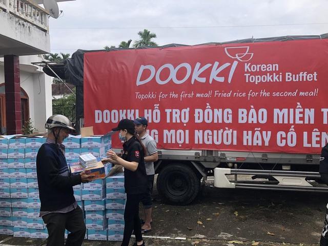 Đoàn xe của Dookki hành quân từ Sài Gòn về Quảng Ngãi ủng hộ người dân vùng lũ - Ảnh 2.