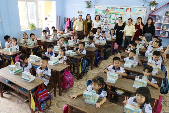 Vinasoy chung tay hỗ trợ hơn 3 tỷ đồng cho học sinh miền Trung sau mùa lũ lịch sử - Ảnh 3.