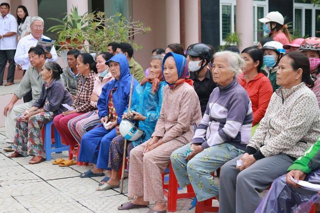 PNJ chung sức hỗ trợ người dân Quảng Ngãi sau cơn bão số 9 - Ảnh 1.