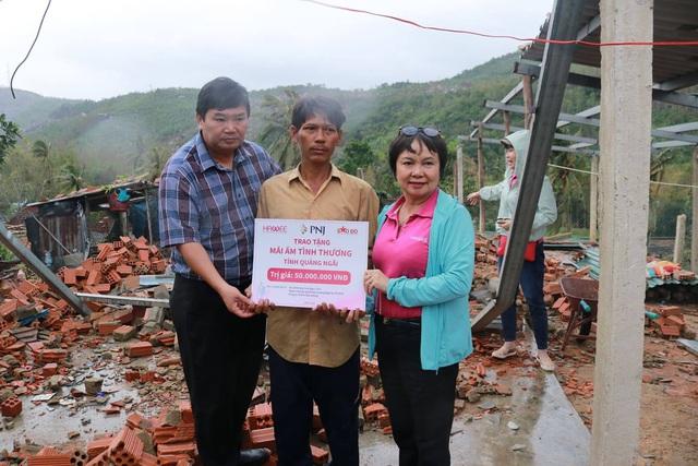 PNJ chung sức hỗ trợ người dân Quảng Ngãi sau cơn bão số 9 - Ảnh 2.