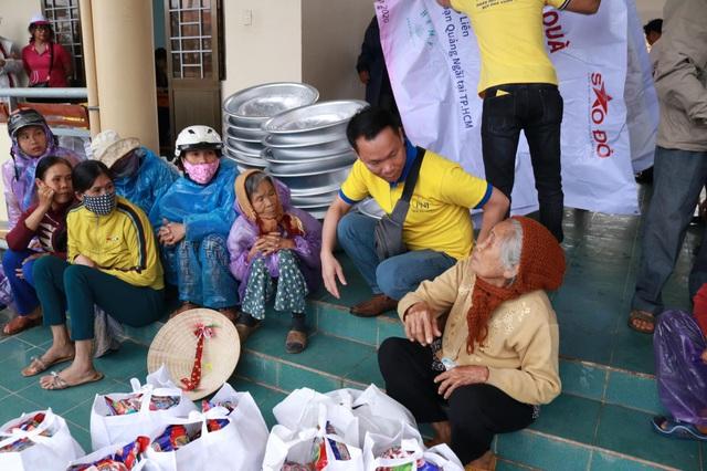 PNJ chung sức hỗ trợ người dân Quảng Ngãi sau cơn bão số 9 - Ảnh 4.