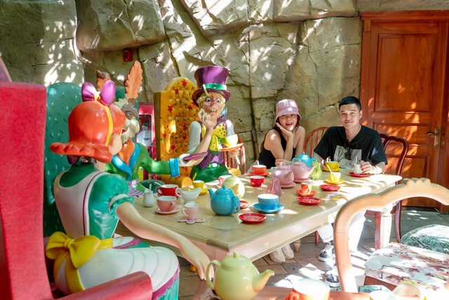 """""""Một vé đi tuổi thơ"""" cùng Quang Vinh - Phạm Quỳnh Anh tại VinWonders & Vinpearl Safari kỳ thú - Ảnh 2."""