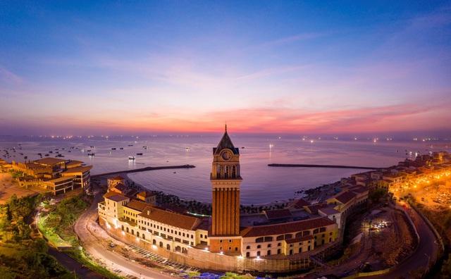 Nam đảo Phú Quốc bừng sáng trong mùa lễ hội cuối năm - Ảnh 2.