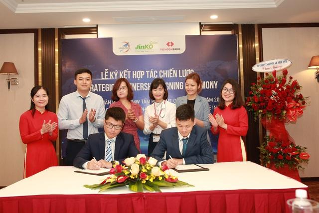 Jinko Solar và Long Tech ký thỏa thuận phân phối 100MW tấm năng lượng mặt trời - Ảnh 4.