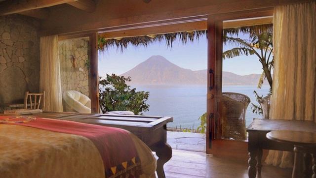 Từ Languna Lodge có thể ngắm trọn biển hồ Atitlan