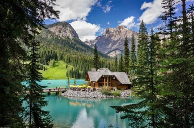 Emerald Lake Lodge là khu nghỉ dưỡng ven hồ nổi tiếng cho những ai yêu thiên nhiên