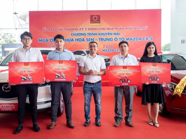 Tập đoàn Hoa Sen trao thưởng kỳ 2 cho các nhà phân phối, đại lý - Ảnh 2.