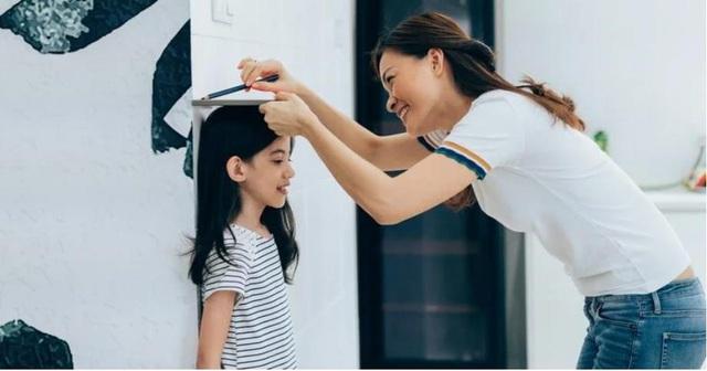 Chuyên gia dinh dưỡng Anh Nguyễn: Chỉ số tăng trưởng của trẻ không giống thứ hạng trong lớp học - Ảnh 2.