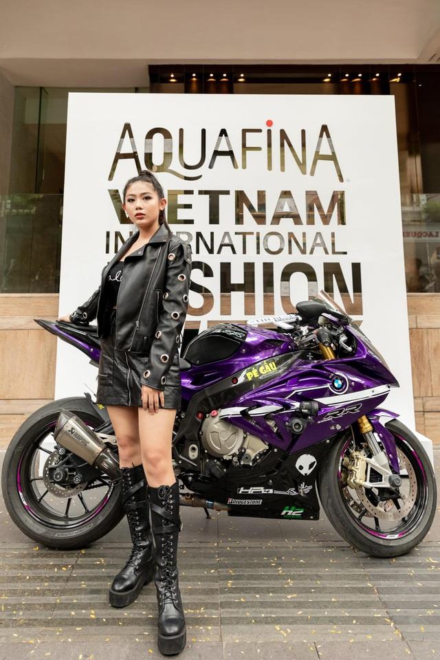 Street style của người Việt trẻ tại Aquafina Tuần lễ Thời trang: Thế hiện chất riêng, không ngại phá cách, còn có cơ hội rinh Airpods Pro thì tội gì không thử? - ảnh 6