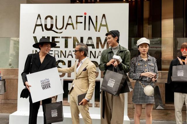 Street style của người Việt trẻ tại Aquafina Tuần lễ Thời trang: Thế hiện chất riêng, không ngại phá cách, còn có cơ hội rinh Airpods Pro thì tội gì không thử? - ảnh 8