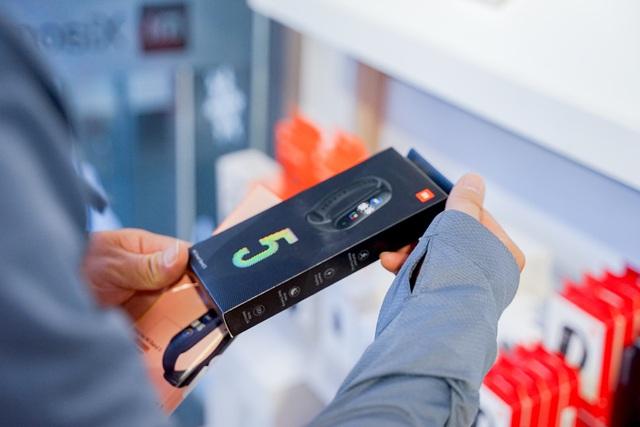 Nhiều ưu đãi hấp dẫn nhân dịp trung tâm bảo hành Xiaomi đầu tiên tại Việt Nam khai trương - Ảnh 7.