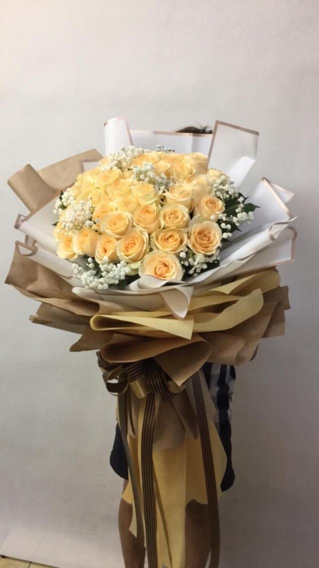 Những bó hoa siêu to khổng lồ làm nàng choáng ngợp - Ảnh 5.