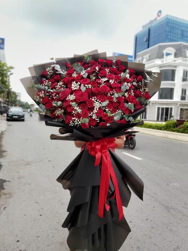 Những bó hoa siêu to khổng lồ làm nàng choáng ngợp - Ảnh 8.