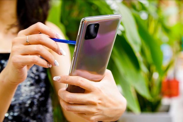 Galaxy Note 10 Lite làm bức tường thành của Samsung trở nên vững chắc hơn trước mọi đối thủ - Ảnh 1.