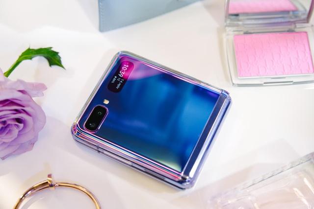 """Chỉ thêm khả năng """"gập"""" nhưng Galaxy Z Flip đã thay đổi hoàn toàn cách chúng ta nhìn nhận về điện thoại như thế nào? - ảnh 1"""