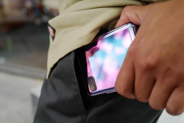 """Chỉ thêm khả năng """"gập"""" nhưng Galaxy Z Flip đã thay đổi hoàn toàn cách chúng ta nhìn nhận về điện thoại như thế nào? - ảnh 3"""