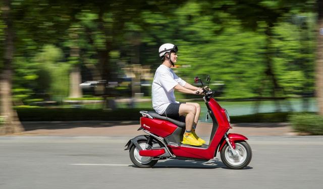 Trong khoảng giá 16 triệu, mua xe máy điện nào vừa xịn sò vừa phong cách? - ảnh 4