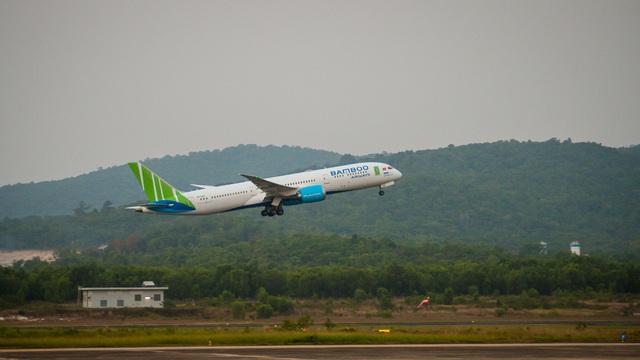 Cận cảnh chuyến bay đặc biệt của Bamboo Airways đưa công dân Séc và châu Âu hồi hương - Ảnh 7.