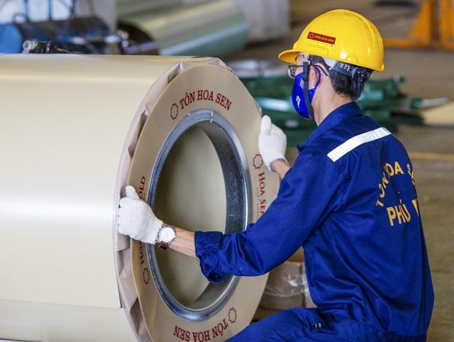 Đột nhập nhà máy, xem quy trình để thấy vì sao tôn siêu bền Hoa Sen Gold là lựa chọn vàng bảo vệ mái ấm của bạn - Ảnh 12.