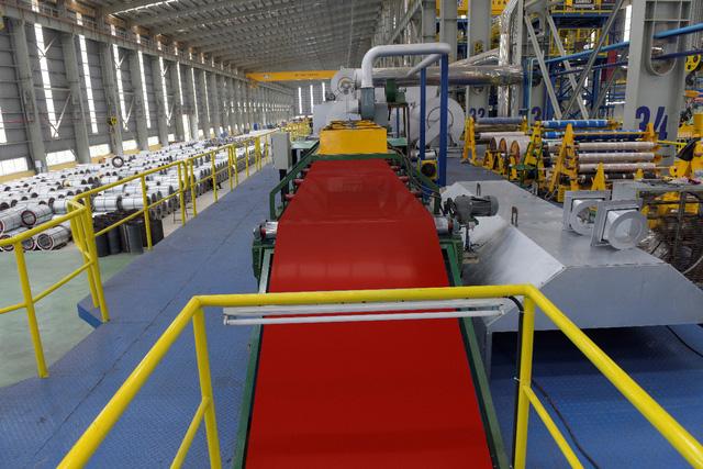 Đột nhập nhà máy, xem quy trình để thấy vì sao tôn siêu bền Hoa Sen Gold là lựa chọn vàng bảo vệ mái ấm của bạn - Ảnh 6.