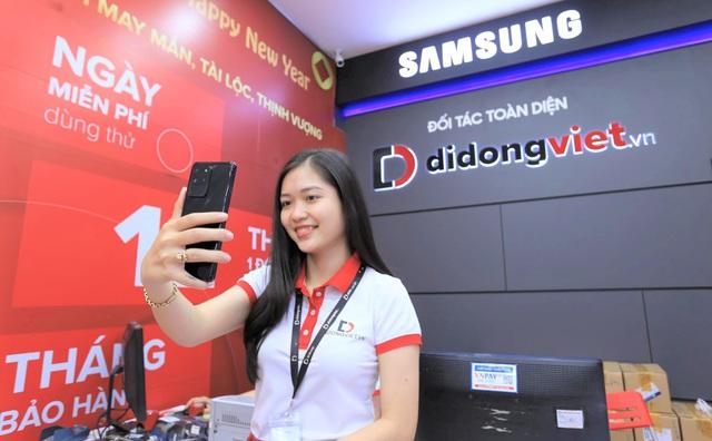 Galaxy S20, S20 Plus, S20 Ultra giá từ 16,9 triệu đồng. Di Động Việt giao hơn 300 máy cho khách trong ngày mở bán. - Ảnh 1.
