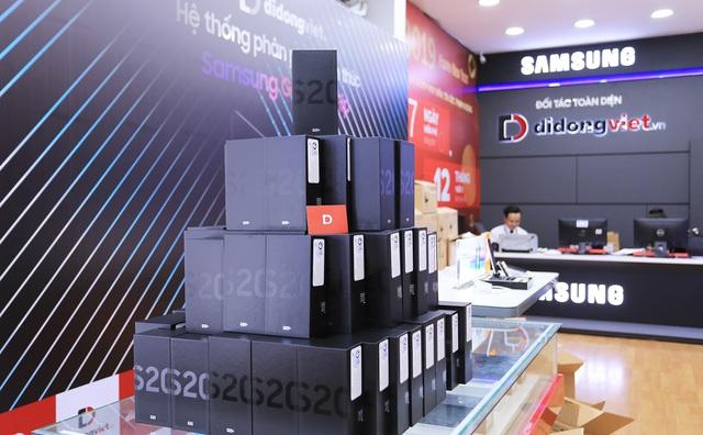 Galaxy S20, S20 Plus, S20 Ultra giá từ 16,9 triệu đồng. Di Động Việt giao hơn 300 máy cho khách trong ngày mở bán. - Ảnh 3.