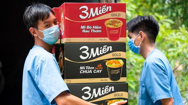 Uniben trao tặng 150.000 bữa ăn dinh dưỡng từ Mì 3 Miền và Nước trái cây Joco tới đội ngũ Y Bác sĩ các bệnh viện tuyến đầu - Ảnh 7.