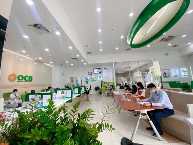 OCB chấp nhận giảm hàng trăm tỷ đồng thu nhập, chia sẻ khó khăn cùng khách hàng trong mùa dịch - Ảnh 1.