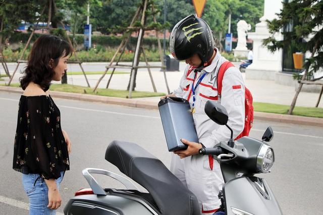 Người dùng hưởng lợi gì từ chính sách thuê, đổi pin xe máy điện của VinFast - Ảnh 1.