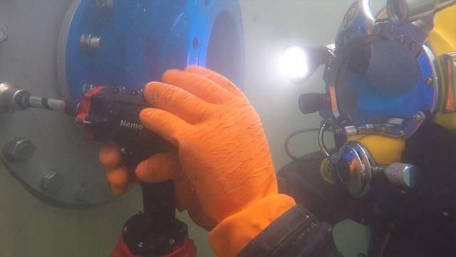 Giải pháp khoan, cắt, bắt vặn vít ốc cho các công trình dưới nước - Ảnh 2.