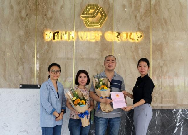 Danh Việt Group chính thức bàn giao chứng nhận quyền sử dụng đất Icon Central - Ảnh 1.