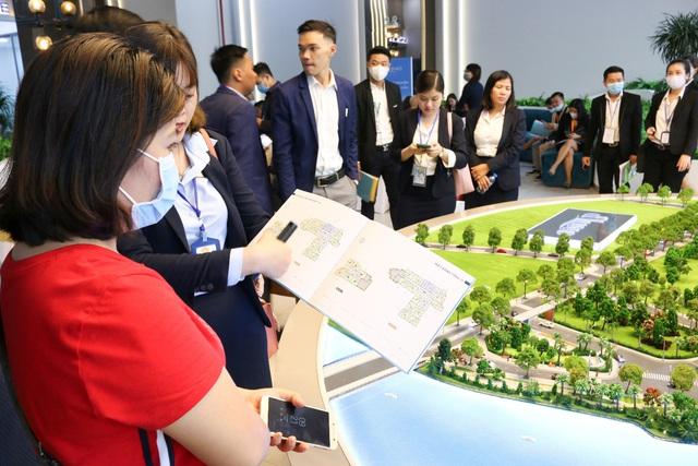 Hàng trăm khách hàng đến tham quan và trải nghiệm dự án dLusso quận 2 - Ảnh 3.