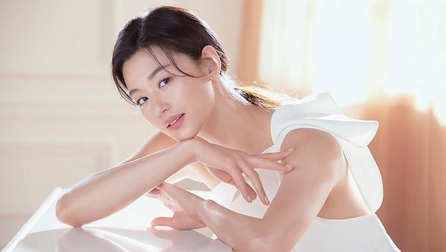 Hé lộ bí kíp duy trì làn da mịn màng căng mướt bất chấp tuổi tác của mợ chảnh Jun Ji Hyun - ảnh 1
