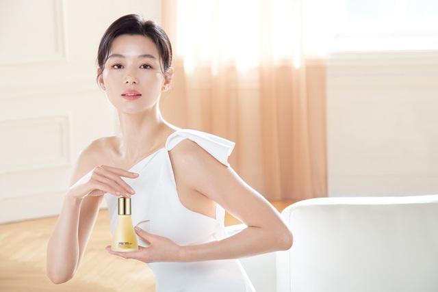 Hé lộ bí kíp duy trì làn da mịn màng căng mướt bất chấp tuổi tác của mợ chảnh Jun Ji Hyun - ảnh 2