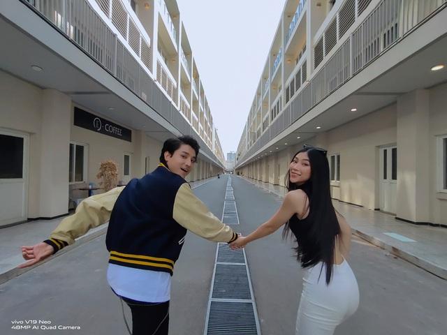 """Chẳng cần đi đâu xa, giới trẻ có thể sở hữu bộ ảnh street style """"thần sầu"""" với vivo V19 Neo ngay tại Sài Gòn - ảnh 4"""