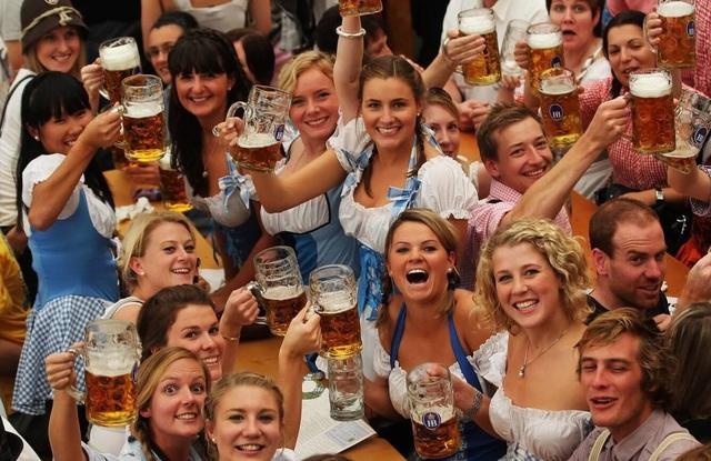 Đi tìm Bia Đức chuẩn vị - Hậu vị êm, sắc vàng sóng sánh - Ảnh 1.