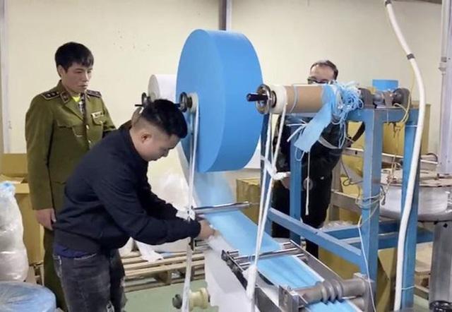 Cần chuẩn hóa dây chuyền sản xuất khẩu trang trước khi nghĩ đến thị trường xuất khẩu - Ảnh 1.