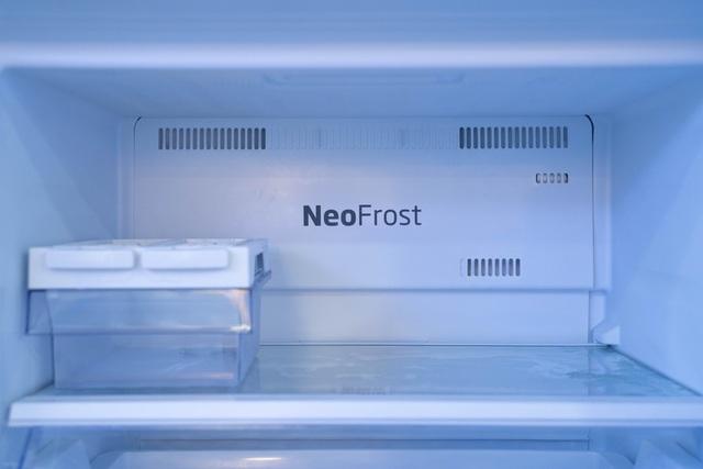 Có gì đặc biệt trong chiếc tủ lạnh sở hữu công nghệ ánh sáng vi chất? - Ảnh 1.