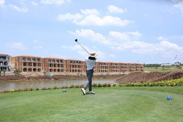 Ra mắt khu biệt thự cao cấp trong lòng sân golf hàng đầu tại Hà Nội - Ảnh 1.