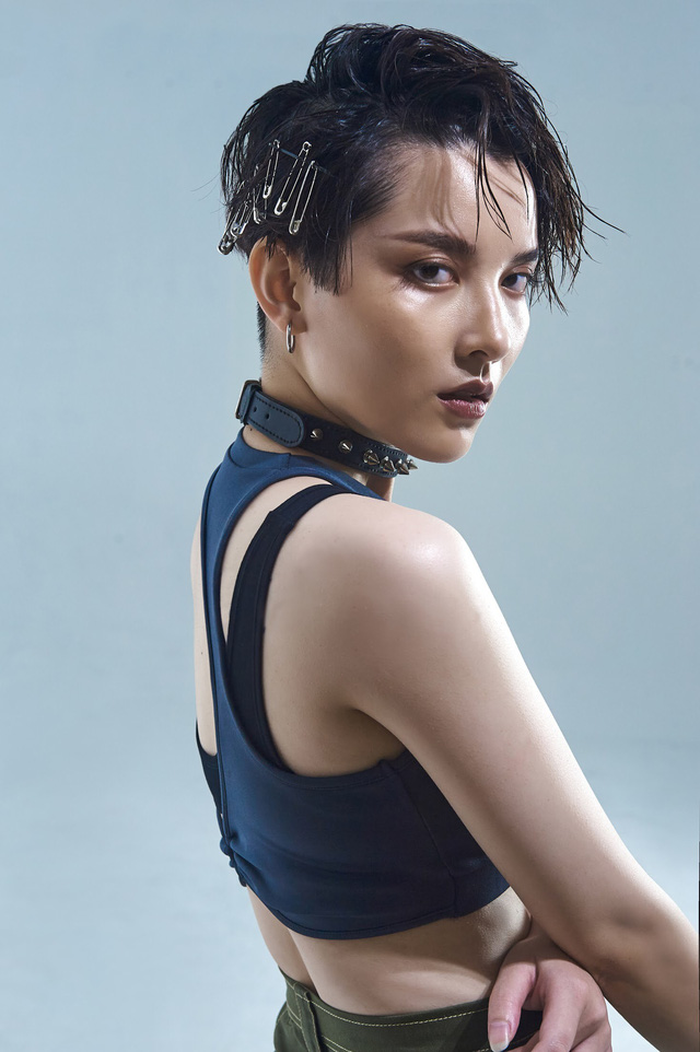 Đầu tư khủng không kém gì váy áo chính là kiểu tóc của dàn mỹ nhân Việt: Tẩy, uốn, vuốt keo, đính phụ kiện đều đủ cả - ảnh 3