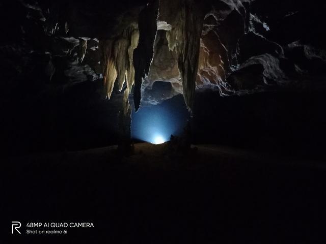 Hang Nước Nứt, Quảng Bình hiện lên huyền ảo qua ống kính Realme 6i - Ảnh 4.