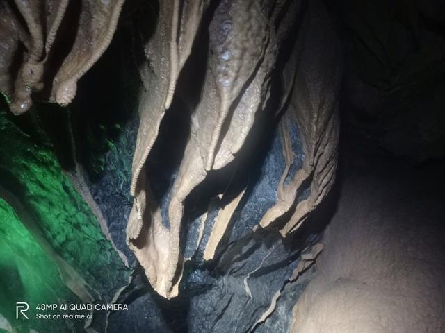Hang Nước Nứt, Quảng Bình hiện lên huyền ảo qua ống kính Realme 6i - Ảnh 6.