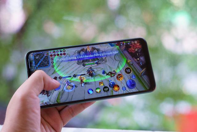 Ai bảo điện thoại hạt dẻ chơi game không ngon, nhìn qua Realme 6i là biết ngay - Ảnh 4.