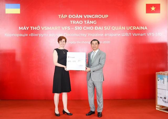Vingroup trao tặng 1.000 máy thở cho Nga, Ucraina và Singapore - Ảnh 2.