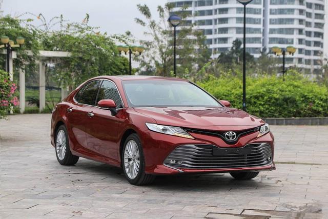 Cuộc chiến xe sedan giá 1,2 tỷ: VinFast LUX A2.0 liên tục dẫn đầu 2 tháng - Ảnh 1.