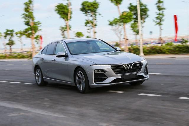 Cuộc chiến xe sedan giá 1,2 tỷ: VinFast LUX A2.0 liên tục dẫn đầu 2 tháng - Ảnh 2.