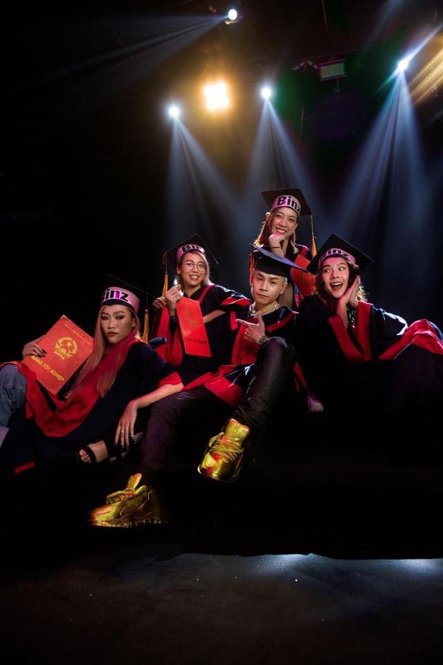 """Điểm qua top facts về đôi giày vàng nguyên khối - item chiếm """"spotlight"""" trong MV Binz - ảnh 4"""