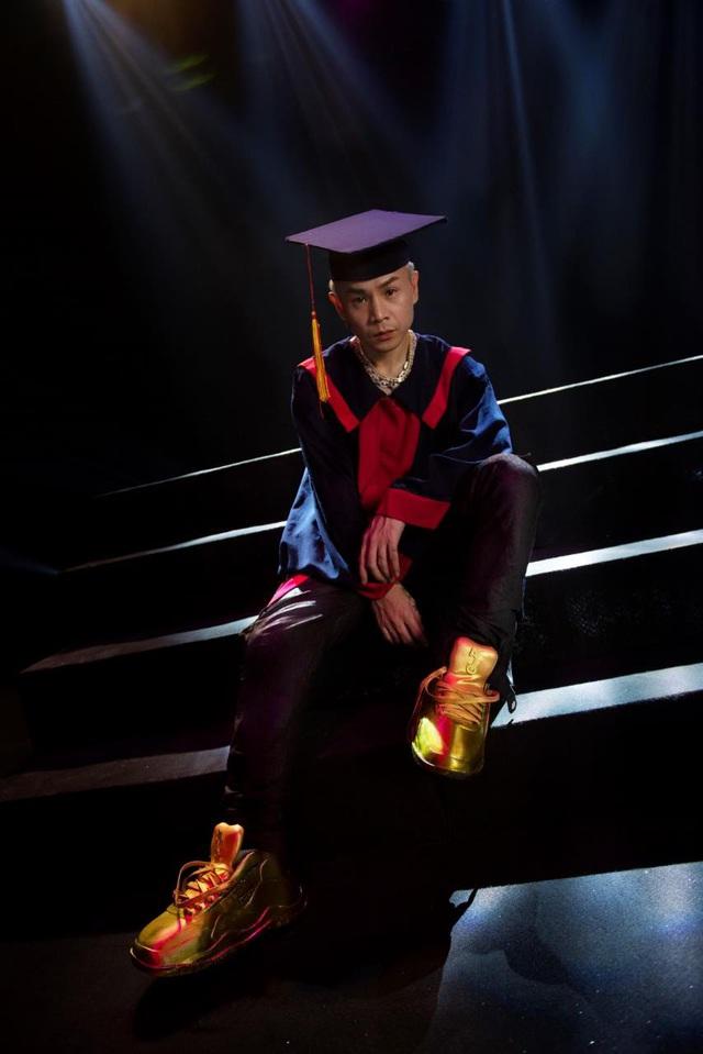 """Điểm qua top facts về đôi giày vàng nguyên khối - item chiếm """"spotlight"""" trong MV Binz - ảnh 5"""