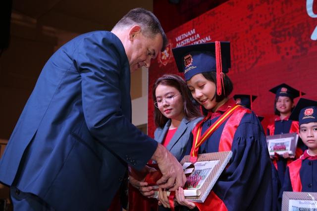 14 học sinh VAS nhận học bổng du học gần 40 tỷ đồng tại Anh, Mỹ, Hà Lan và Hàn Quốc - Ảnh 1.